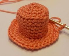 Crochet snowman hat, tutorial on how to make a snowman hat, christmas ornament