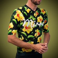 Celebrating Mirraº Collective's sprite of adventure, this is a summer jersey, designed for warm to hot days of riding. Bike Wear, Cycling Wear, Cycling Jerseys, Cycling Outfit, Cycling Clothes, Bike Run, Road Bike, Hibiscus, Bicycle