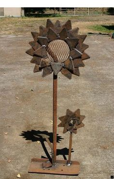 """Outstanding """"metal tree art decor"""" information is offered on our site. Check it out and you wont be sorry you did. Metal Yard Art, Metal Tree Wall Art, Scrap Metal Art, Metal Artwork, Tree Artwork, Welding Art Projects, Metal Projects, Metal Crafts, Diy Projects"""