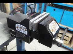 🔨Morsa da banco Fai Da Te in ferro (Homemade iron bench vise) Homemade Bench, Autocad, Making A Bench, Iron Bench, Welding Table, Bench Vise, Metal Working, Diy And Crafts, Garage