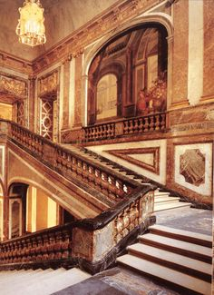 Baroque architecture in France...Versailles, The Queen's Staircase (1679-81)