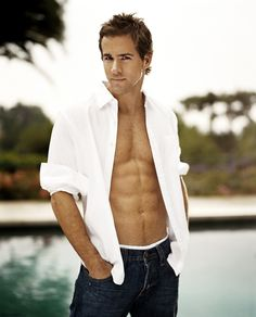 It might be gross to say that I think Ryan Reynolds is hot since that's my brother's exact name. BUT DAMN Ryan Reynolds is HOT! Ryan Reynolds Shirtless, Look At You, How To Look Better, Hot Men, Hot Guys, Chris Williams, Kino Film, Male Body, Male Models