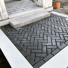From ornate patterns to simple stone styles, discover the top 50 best paver walkway ideas. Explore unique exterior hardscape designs for your yard. Brick Walkway, Paver Walkway, Front Walkway, Front Yard Landscaping, Walkway Ideas, Paver Sidewalk, Outdoor Pavers, Modern Driveway, Driveway Design