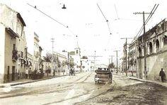La actual calle Luis Montoto, que tomó ese nombre en 1920. Antes era Oriente, y asi se la sigue conociendo por las personas mayores. Antes se llamo Calzada de donde toma nombre el barrio. Sevilla, 1927.