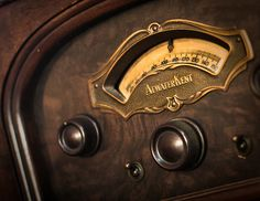 Art Deco Radio Dial by Atwater Kent Radios, Vintage Roses, Retro Vintage, Vintage Buttons, Vintage Stuff, Vintage Images, Brown Image, Old Time Radio, Antique Radio