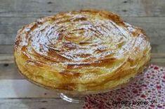 Tapitas y Postres: Ruffled milk pie. Spanish Desserts, No Cook Desserts, Baking Recipes, Cake Recipes, Dessert Recipes, Delicious Deserts, Yummy Food, Apple Crumble Pie, Queen Cakes