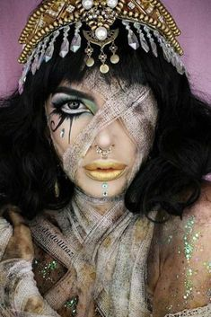 51 Sexy Halloween Makeup Looks That Are Creepy Yet Cute Beautiful Mummy Makeup Idea Beautiful Halloween Makeup, Creepy Halloween Makeup, Halloween Makeup Looks, Costume Halloween, Mummy Costumes, Vintage Halloween Makeup, Sexy Mummy Costume, Halloween Party, Teen Costumes