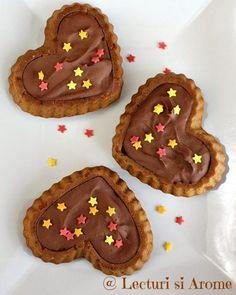 Prajitura cu crema caramel, biscuiti si ciocolata - Lecturi si Arome Creme Caramel, Gingerbread Cookies, Hummus, Healthy Recipes, Healthy Food, Quinoa, Gem, Cake, Desserts