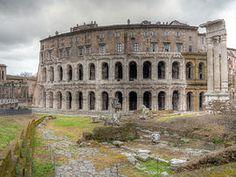 Théâtre de Marcellus et Temple d'Apollon - entre 43 et 11 avant JC - ordonné par Jules César puis Auguste  - Rome