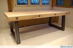 Tafel Stalen Poten : 286420589 stoere massief eiken balken tafel met stalen poten.jpg