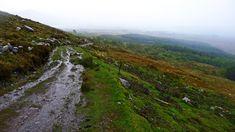 La Kerry Way es uno de los sendero irlandeses más famosos y uno de los más largos señalizados. Recorre la Península de Iveragh a lo largo de 200 kilómetros donde disfrutar de las montañas irlandesas, incluido el Carrauntouhill, la montaña más alta del país. 9 etapas de verdes paisajes para disfrutar de los senderos de Irlanda.