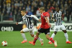 Sebastian Giovinco (L) of Juventus is challenged by Maxi Pereira (C) of SL Benfica during the UEFA Europa League semi final match between Ju...