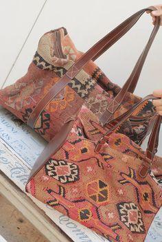 vintage kilim bag large travel bag antique kilim di siouxsalvage Carpet Bag b7cfedd2bd486