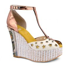 Soft suede wedge-heeled shoes with decorative star pattern. Soft tone-on-tone suede insole. Two-tone woven wicker wedge with decoration at the rear. Star Patterns, Soft Suede, Summer Shoes, Casual Outfits, Platform, Wedges, Ankle, Stars, Heels