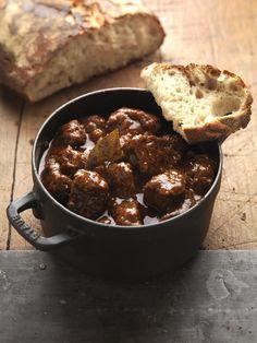 Rezept für Saftgulasch nach Wiener Art bei Essen und Trinken. Ein Rezept für 4 Personen. Und weitere Rezepte in den Kategorien Rind, Hauptspeise, Schmoren, Österreichisch, Einfach, Klassiker.