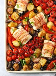 This oven Baked Cod is a complete meal, packed with Italian flavours. Crispy pancetta bacon wraps the fish and tomatoes add a juicy sauce. All in one pan! Best Breakfast Recipes, Quick Dinner Recipes, Shellfish Recipes, Seafood Recipes, One Pan Meals, Easy Meals, Healthy Meals, Healthy Eating, Oven Baked Cod