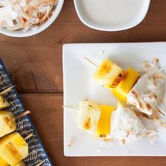 Pineapple and Mango Skewers with Coconut Dip Grilled Desserts, Grilled Fruit, Keto Desserts, Dessert Recipes, Scalloped Pineapple Recipe, Pineapple Bread Pudding, Bariatric Recipes, Bariatric Food, Paleo Recipes