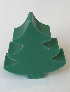 Zeepje in de vorm van een kerstboom. Het zeepje wordt verpakt in een pergamijnen zakje of kraftpapieren doosje. Cookie Cutters, Kraft Paper