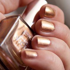 p2 Sparkling Surprise Color Victim Nail Polish 870 http://www.magi-mania.de/p2-sparkling-surprise-color-victim-nail-polish-870/