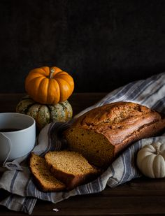 Classic Pumpkin Bread | Thyme to Eat @thymetoeatblog