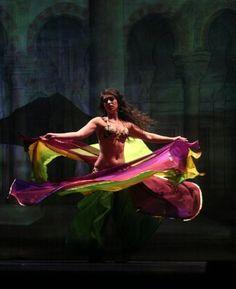 """""""La vie est comme une Ghaziya, elle ne danse qu'un instant pour chacun » (proverbe égyptien). Dans les villages égyptiens, on appelle une danseuse professionnelle une ghaziya (au pluriel, ghawazi). A l'origine, les ghawazi étaient des tziganes. C'est maintenant un terme générique qui désigne les danseuses en général.  Danse Orientale www.faistesvacances.fr #faistesvacances #danse #pinspiration"""