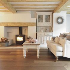 After a very busy week, a well earned chill out with friends tonight. Enjoy your Saturdays insta peeps! English Country Style, Modern Country, Country Living, Cottage Interiors, Country Interiors, Modern Interiors, Devon Cottages, White Rooms, Country Kitchen