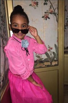 Blue Ivy Carter wearing Gucci Mini Me Stylish Pink Blouse, Gucci Tulle Ruffled Skirt in Fuchsia and Ray Ban Junior Wayfarer Sunglasses