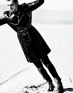 6a00e54ecca8b9883301a73d95dc5f970d-pi (650×832) Vman Magazine, Magazine Man, Fashion Editor, Editorial Fashion, Nicholas Hoult, Mario Testino, Famous Photographers, Iconic Movies, Fashion Today