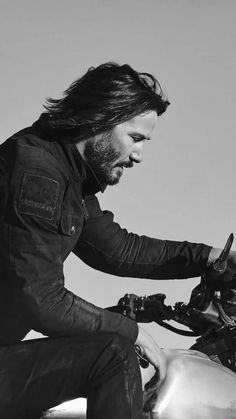 Keanu Reeves on Arch Motorcycle Company - F&O Fabforgottennobility black & white photo Keanu Reeves John Wick, Keanu Charles Reeves, Looks Black, Black And White, John Wick Movie, Arch Motorcycle, Stars D'hollywood, Keanu Reeves Quotes, Keanu Reaves