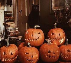 Theme Halloween, Halloween Movies, Halloween Pictures, Fall Pictures, Halloween Season, Halloween Town, Spirit Halloween, Vintage Halloween, Halloween Pumpkins