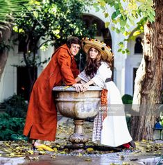 News Photo : Paul & Talitha Getty pose alongside a fountain in... 1960s Fashion, Vintage Fashion, Fashion Photo, Boho Fashion, Talitha Getty, Vogue Photo, Nureyev, Image Collection, Marrakech
