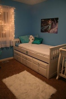 http://www.omahamoms.com Disney Frozen Elsa Bedroom Decor Redecoration