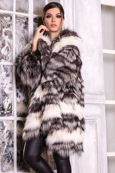 Fur Accessories, Fur Clothing, Fur Fashion, Fox Fur, Furs, Fur Jacket, Gorgeous Women, Coats For Women, Brown Hair