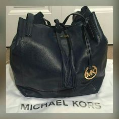 Michael Kors purse.. 1 hr sale only Used once or twice authentication 100% MICHAEL Michael Kors Bags Satchels