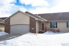Sioux Falls twin home!  4 bedrooms, 2 baths, 2200 sq ft.  #realestate #movetosiouxfalls