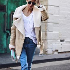 Cool timeless and wearable everyday choice coat jeans by pepamack Fall Winter 2017, Fall Winter Outfits, Autumn Winter Fashion, Look Fashion, Fashion Outfits, Streetwear, Aviator Jackets, Inspiration Mode, Street Style
