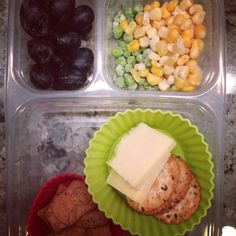 School lunch: #grapes, #peas, #corn, #whole #wheat #crackers with #organic #cheddar #cheese and #mysupercookies #honey #heroes. #schoollunch #healthykids #healthytips #chia #flaxseeds #SuperStartsHere