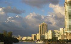 aunque las nubes lleguen a Miami, siempres e buen momento para conocer este destino. Imagen de Flickr, por s0litude.