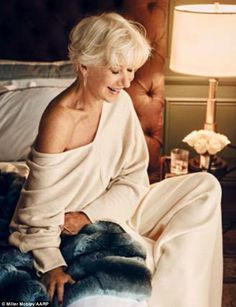 Helen Mirren, talks about being a sex symbol Helen Mirren Hair, Helen Miran, 70 Year Old Women, I Look To You, Dame Helen, Advanced Style, Ageless Beauty, Aging Gracefully, Celebrity Hairstyles