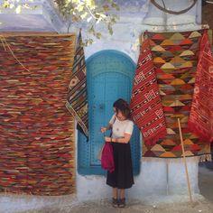 As portas dizem muito da morada. Em sua maioria são super charmosinhas, naquele estilo antigo e sofisticado. Outra coisa bem comum são as fontes, que estão por toda parte: às vezes enfeitando uma casa ou jardim suntuoso; ou públicas, que ficam espalhadas pela Medina e servem para dar de beber ou lavar o rosto dos marroquinos passantes.
