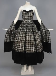 """Evening ensemble, Christian Dior, ca. Unlabeled, """"I. Magnin & Co.,"""" Magnin ordered couture garments from Dior to sell in the flagship Union Square store. Couture Vintage, Vintage Dior, Christian Dior Vintage, Moda Vintage, Vintage Glamour, Vintage Dresses, Vintage Outfits, Vintage Clothing, 1940s Dresses"""
