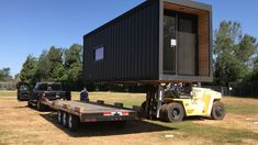 Honomobo studio apartment being loaded on trailer. Honomobo studio apartment being loaded on trailer. Prefab Container Homes, Shipping Container Home Designs, Building A Container Home, Container Buildings, Storage Container Homes, Container Architecture, Sustainable Architecture, Modern Architecture, Container Shop