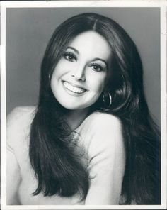 Happy Birthday to Marlo Thomas, the lovely actor who played in the groundbreaking ABC sitcom, That Girl. The first TV comedy on TV to fea. Classic Actresses, Female Actresses, Actors & Actresses, Female Celebrities, Timeless Beauty, Classic Beauty, Hollywood Glamour, Classic Hollywood, Hollywood Divas