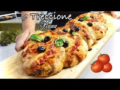 TRECCIONE DI PIZZA MAXI 🍕3 gusti 🍅 Braided pizza 3 flavors - YouTube Stromboli, Bolognese, Savoury Dishes, Bread, Chicken, Cooking, Food, Box Lunches, Pizza
