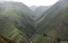 Víctor Corcuera Cueva Ingreso a Otuzco. Cordillerano paisaje anuncia el ingreso a Otuzco