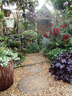 round pavers surrounded by pebbles Japanese Garden Plants, Veg Garden, Garden Trees, Garden Paths, Garden Landscaping, Gravel Garden, Pea Gravel, Farm Gardens, Outdoor Gardens