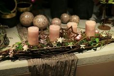 Ästeunterlage Christmas Is Coming, All Things Christmas, Christmas Home, Christmas Wreaths, Christmas Crafts, Christmas Table Decorations, Decoration Table, Church Flower Arrangements, Beautiful Candles