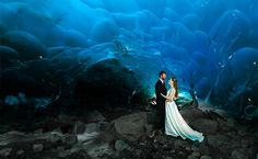These Wedding Photos in an Alaskan Ice Cave Are Gorgeous ice cave in Alaska by Photographer Chris Beck. He kayaked then climbed inside Juneau's Mendenhall Glacier ice cave to take these photos! Mendenhall Ice Caves, Road Trip Playlist, Alaska Wedding, Wedding Photoshoot, Wedding Shoot, Wedding Ideas, Dream Wedding, Snow Wedding, Wedding Inspiration
