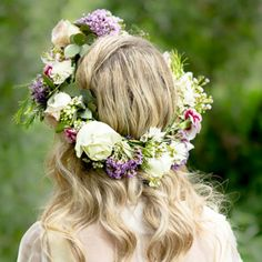 So much English country garden style prettiness in this shoot inspired by the legend of Camelot (josie photography)