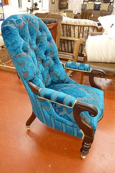 Loungy Upholstery | Traditional Upholstery